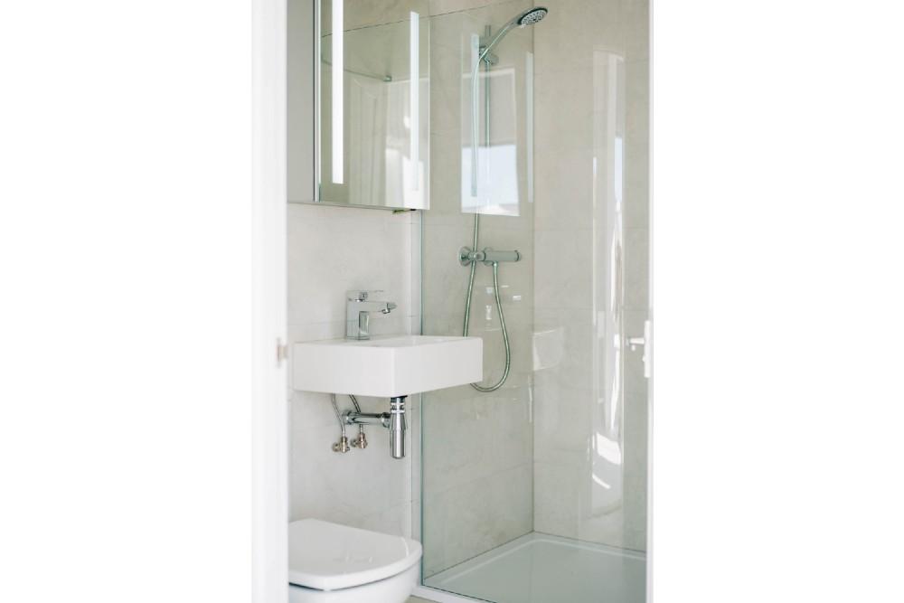 Bryn Berwyn Room 1 Family Suite Bathroom