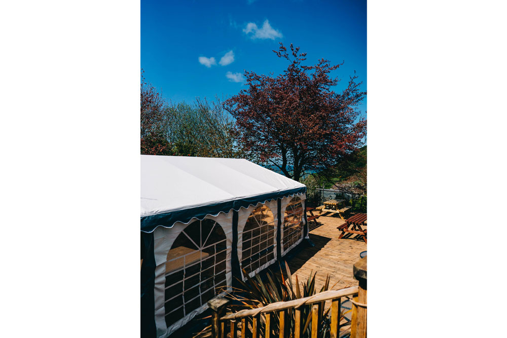 Bryn Berwyn Country House - undercover outdoor seating